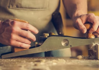 carpenter-hands-indoors-374861 (1)
